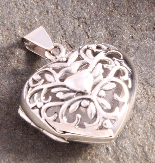 Silver Medaillon Filligrain Heart